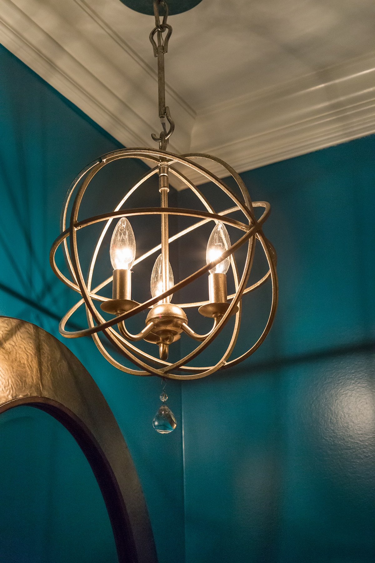 Powder room pendant lamp with freeform brass cage shade