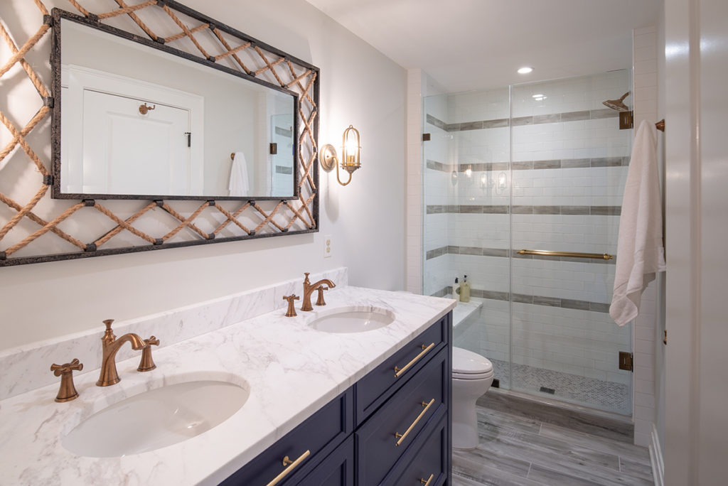 Nautical guest bathroom in beach house basement